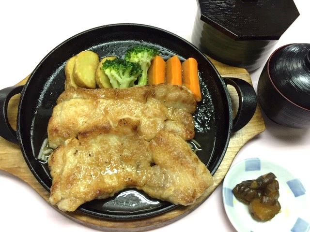 鉄板しょうが焼き(ライス・味噌汁・漬物付)